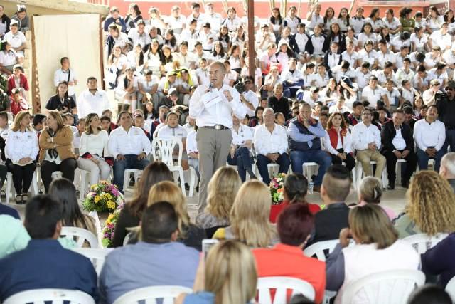 GOBERNADOR ENTREGA 41 MIL UNIFORMES PARA EDUCACIÓN INDÍGENA Y COMUNITARIA