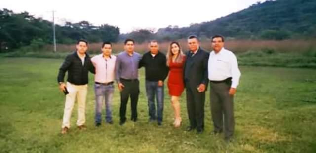 Antonio Nava secretario de conflictos de telesecundarias de la Secc.26 y compañia