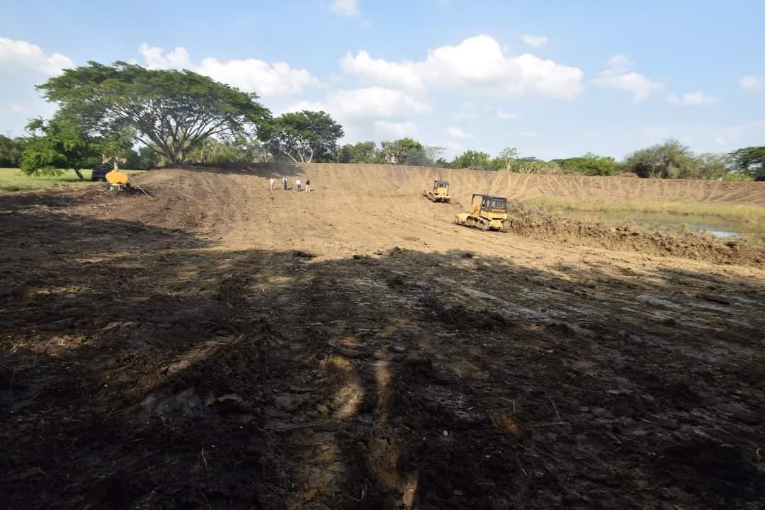 Gobierno de Tanlajás ayuda a habitantes de La Cebadilla con construcción de presas
